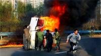 公交司机遇火情停车救火