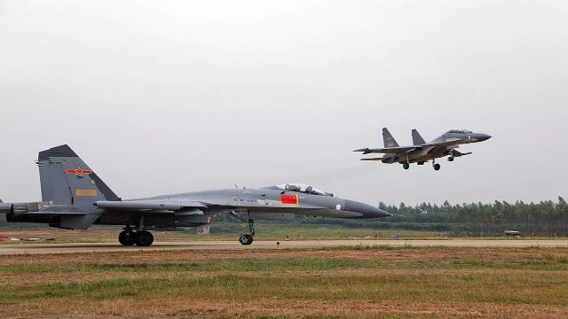 中国歼10与F16共同亮相巴铁阅兵引关注