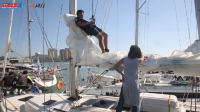 """中国帆船公开赛·威猛船员吊着""""威压""""高空作业"""