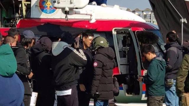 彭于晏脸上挂彩拍《紧急救援》 直升机登场阵势庞大