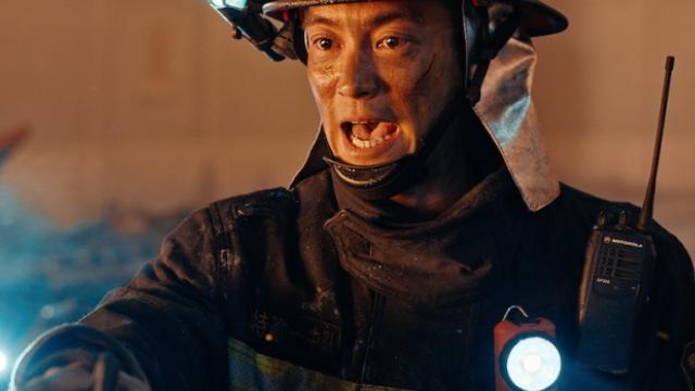 【烈火英雄】特辑 消防卫士泪洒火场