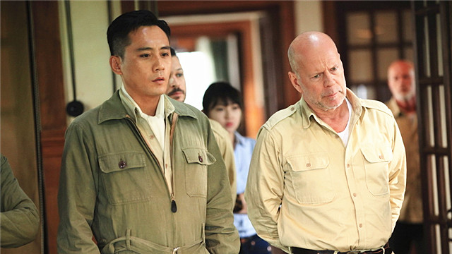 【大轰炸】刘烨联手布鲁斯威利斯当英雄