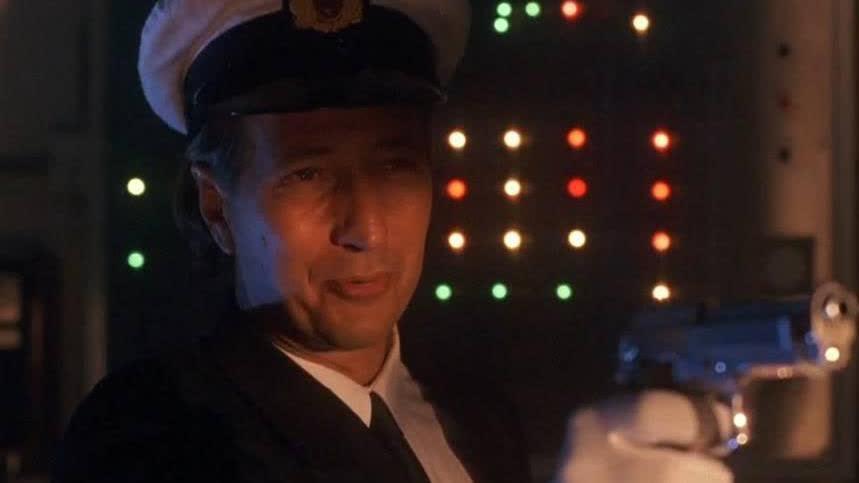 船上有很多恐怖分子,告诉你吧我也是,男子这招也太秀了