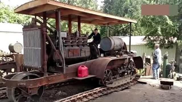 1917年的拖拉机你见过吗?而且还能这种方式点火启动!