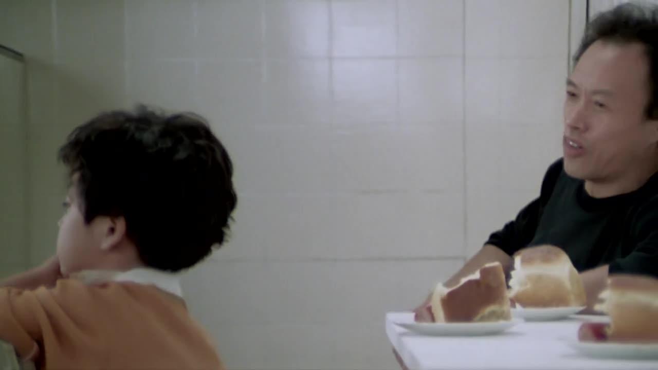 【女市長的私人生活】小朋友一手面包一手火腿,吃得真香