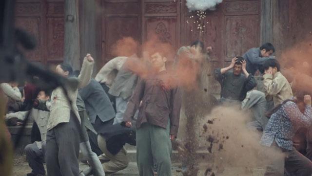 【第一声枪响】日军无情扫射平民引公愤