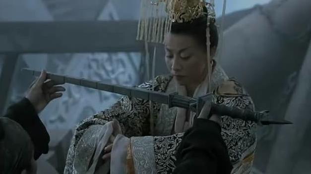 狄仁杰一片丹心为社稷,武则天给他跪下,答应以后还朝李唐