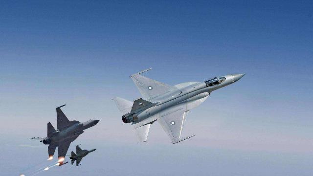 我国空军尚有二代机服役,为何不装备枭龙战机,难道看不上?