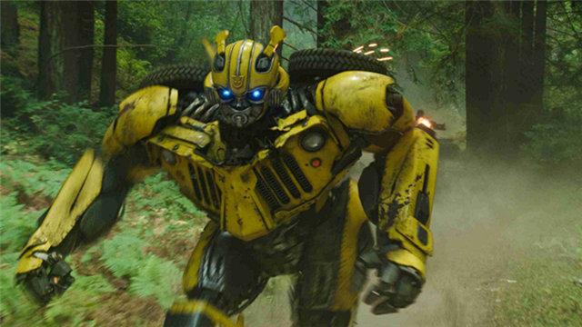 """【大黄蜂】""""密林追击""""片段 大黄蜂初到地球陷凶险绝境"""