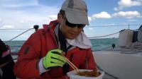 中国帆船公开赛-航海第二日:边吃酱拌饭边看日落