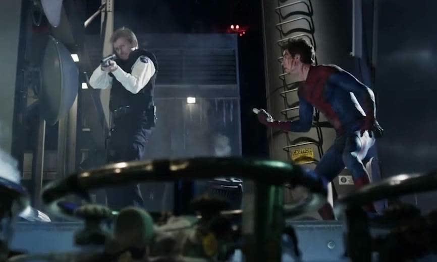 蜘蛛侠楼顶大战蜥蜴人,险被杀,关键时刻警长救场