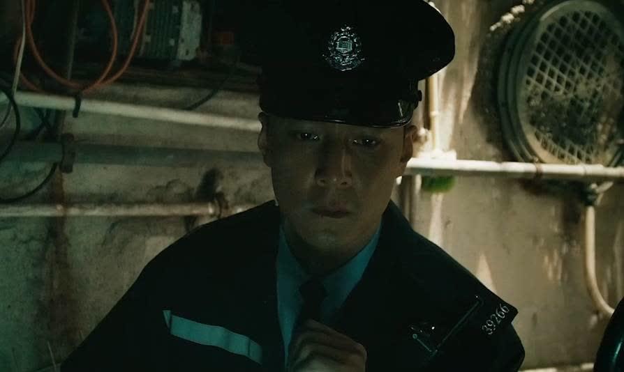 阿祖办事太认真,非要巡查楼房天井,没想到发现一具尸体