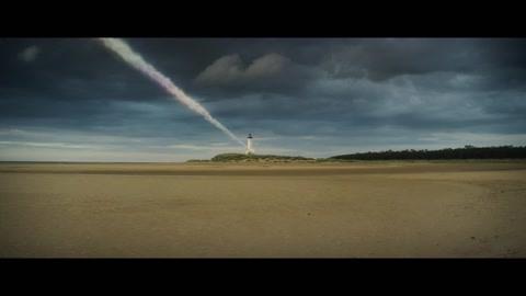神秘的光脉冲击了地球导致了微光的出现